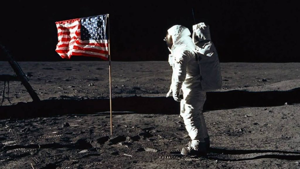 Lui Armstrong on Moon famous photo