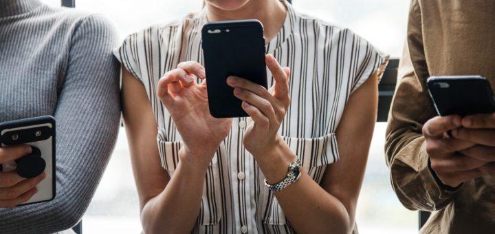 cellphone addiction to social media